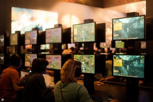 gamescom2013_entertain-me_017_online