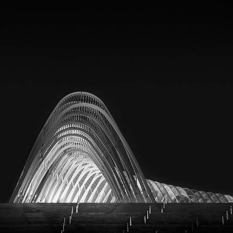 Julia-Anna-Gospodarou_001_curves-of-light