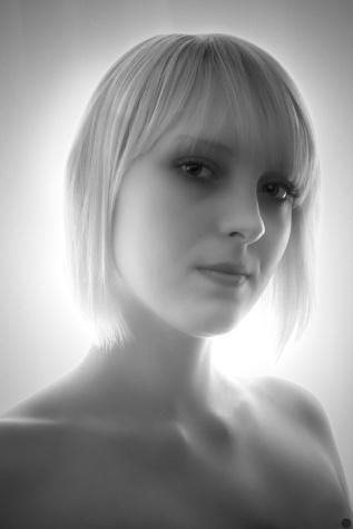 2013-online_0691_lovely-miss-frost_001_online