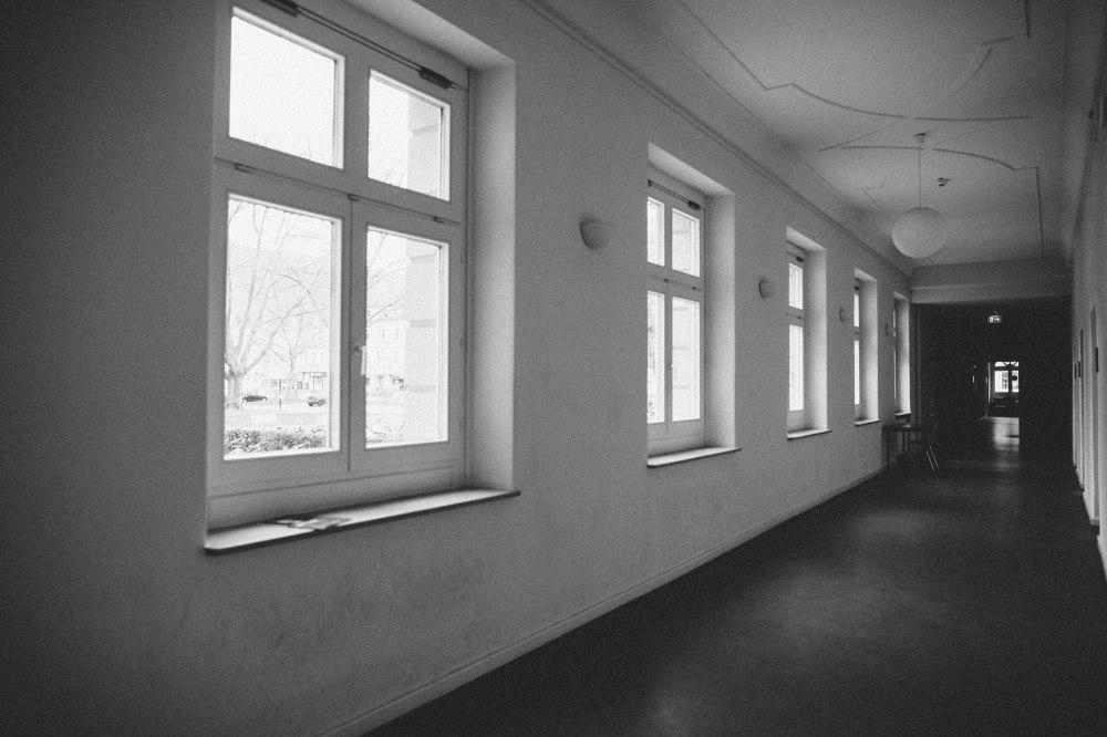 dunkelkammerkunst-06-replichrome01-corridor01-kodak-tmax-3200