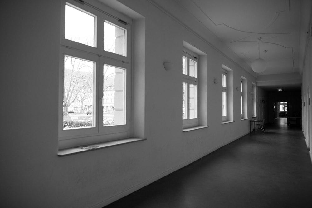 dunkelkammerkunst-06-replichrome01-corridor01-original-LR-bw