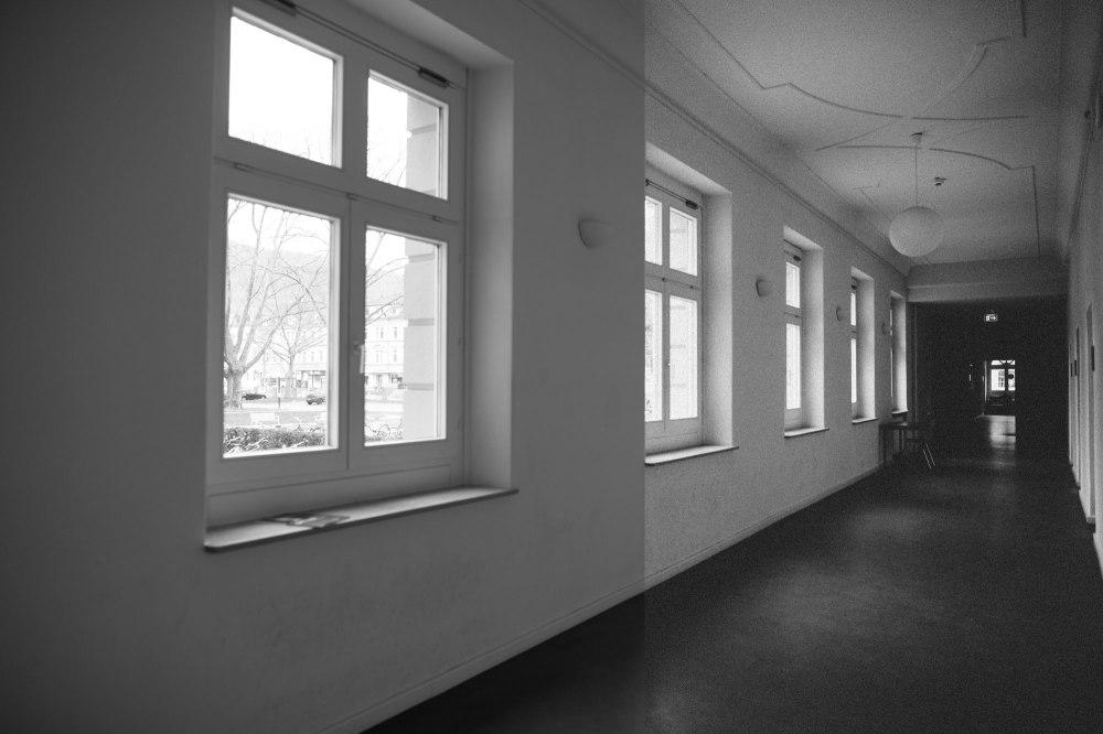 dunkelkammerkunst-06-replichrome01-corridor01-versus