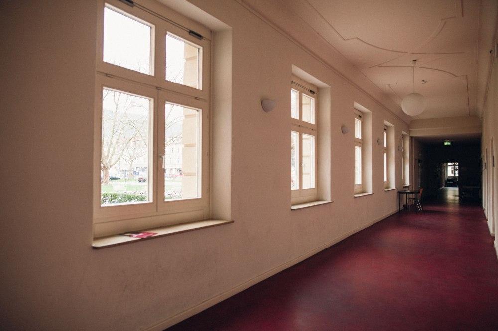 dunkelkammerkunst-06-replichrome01-corridor02-fuji-pro-800Z-frontier