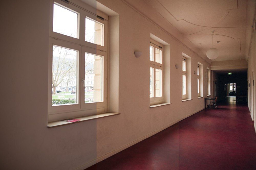 dunkelkammerkunst-06-replichrome01-corridor02-original-noritsu-frontier