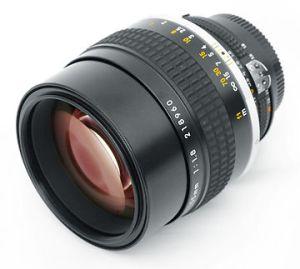 hands-on_nikkor-50mm18_slant