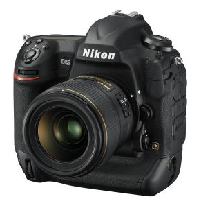 hands-on_nikon-d5_slant